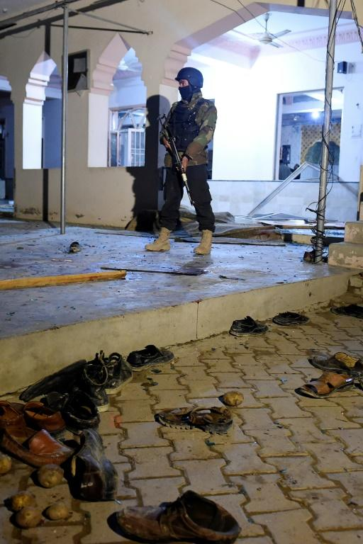 A Pakistani soldier stands guard after a suicide bomb blast at a mosque in the Quetta area (AFP Photo/BANARAS KHAN)