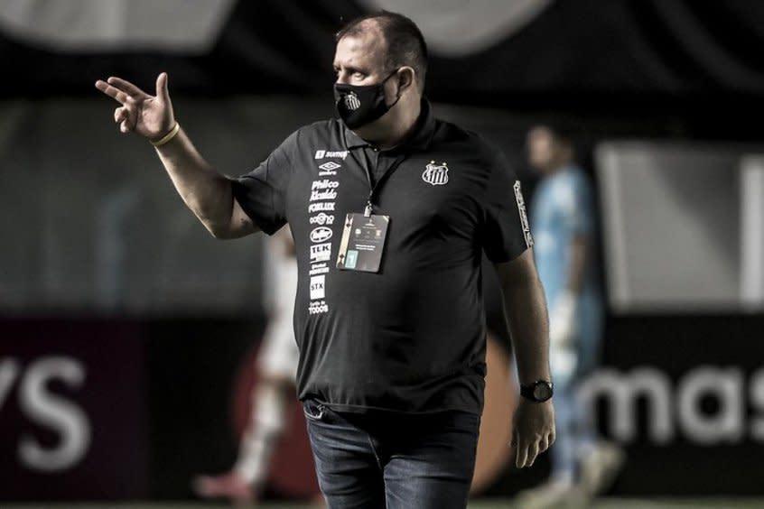 """Marcelo Fernandes agradece torcida e lamenta fase ruim do Santos: """"Envergonhados"""""""