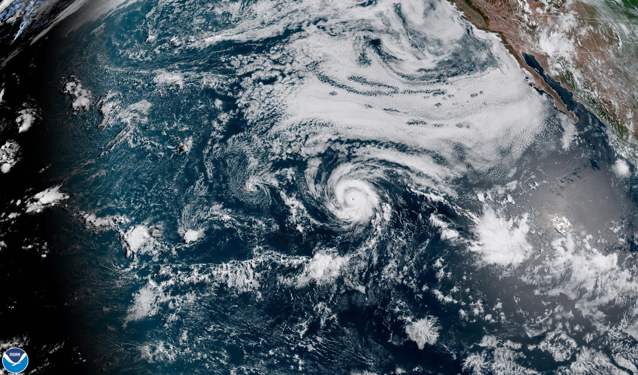 Map: Track Hurricane Douglas