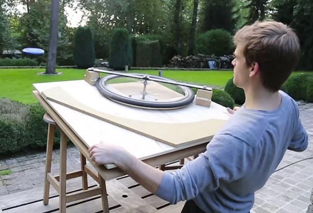 DIY-Wurfmaschine bläst Frisbees mit 99,9 km/h in die Landschaft