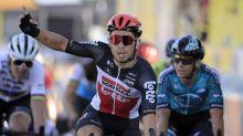 Tour: Ewan reina en 11ma etapa, Roglic firme con el maillot