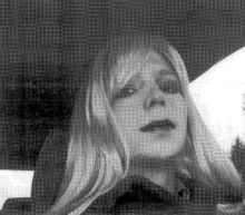 Obama shortens sentence of Manning, who gave secrets to WikiLeaks