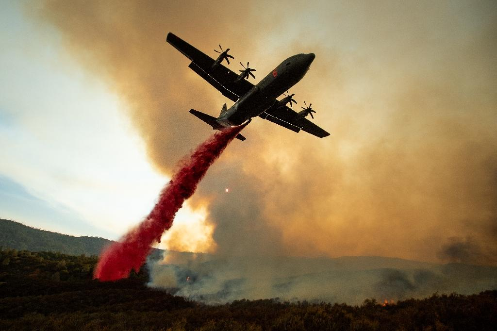 An air tanker drops retardant on the Ranch Fire, part of the Mendocino Complex Fire, the biggest on record in California (AFP Photo/NOAH BERGER)