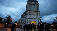 Attaque de Nice: quatre gardes à vue, Castex auprès des catholiques pour rassurer