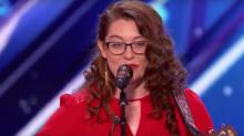 Mandy Harvey, la cantante sorda que fue amenazada de muerte por parte de su comunidad