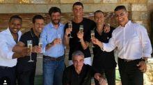 Il brindisi di Agnelli e Ronaldo in Grecia. In 10 giorni la capitalizzazione della Juve 癡 aumentata di 330 milioni
