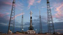 SpaceX adia lançamento de primeiros satélites da rede de Internet