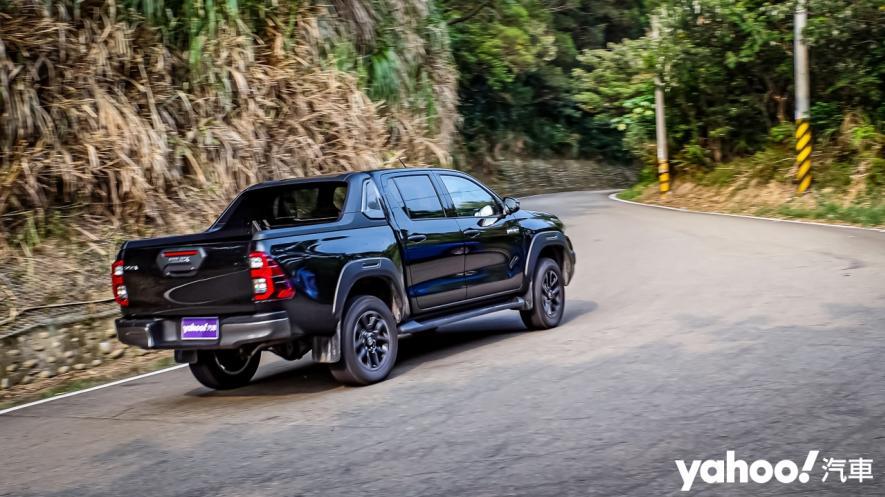 萬鈞之勢要輾壓的不只是惡地!2020 Toyota Hilux 2.8小改款西岸濱海試駕! - 2