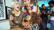 Consumir bebidas alcoólicas aumenta vontade de comer, diz estudo