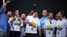 Bolsonaro se aproxima do chavismo ao sugerir armar população contra golpes