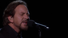 Eddie Vedder covers Tom Petty at 2018 Academy Awards: Watch