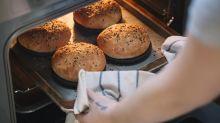 Tipp des Tages: Zwei Backofen-Tricks für knuspriges Brot und Gemüse