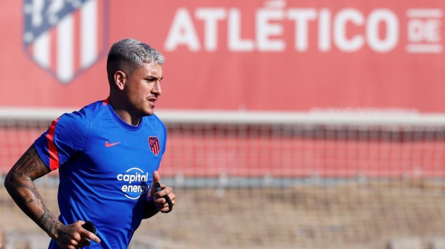 El uruguayo Giménez se incorpora a la pretemporada del Atlético de Madrid