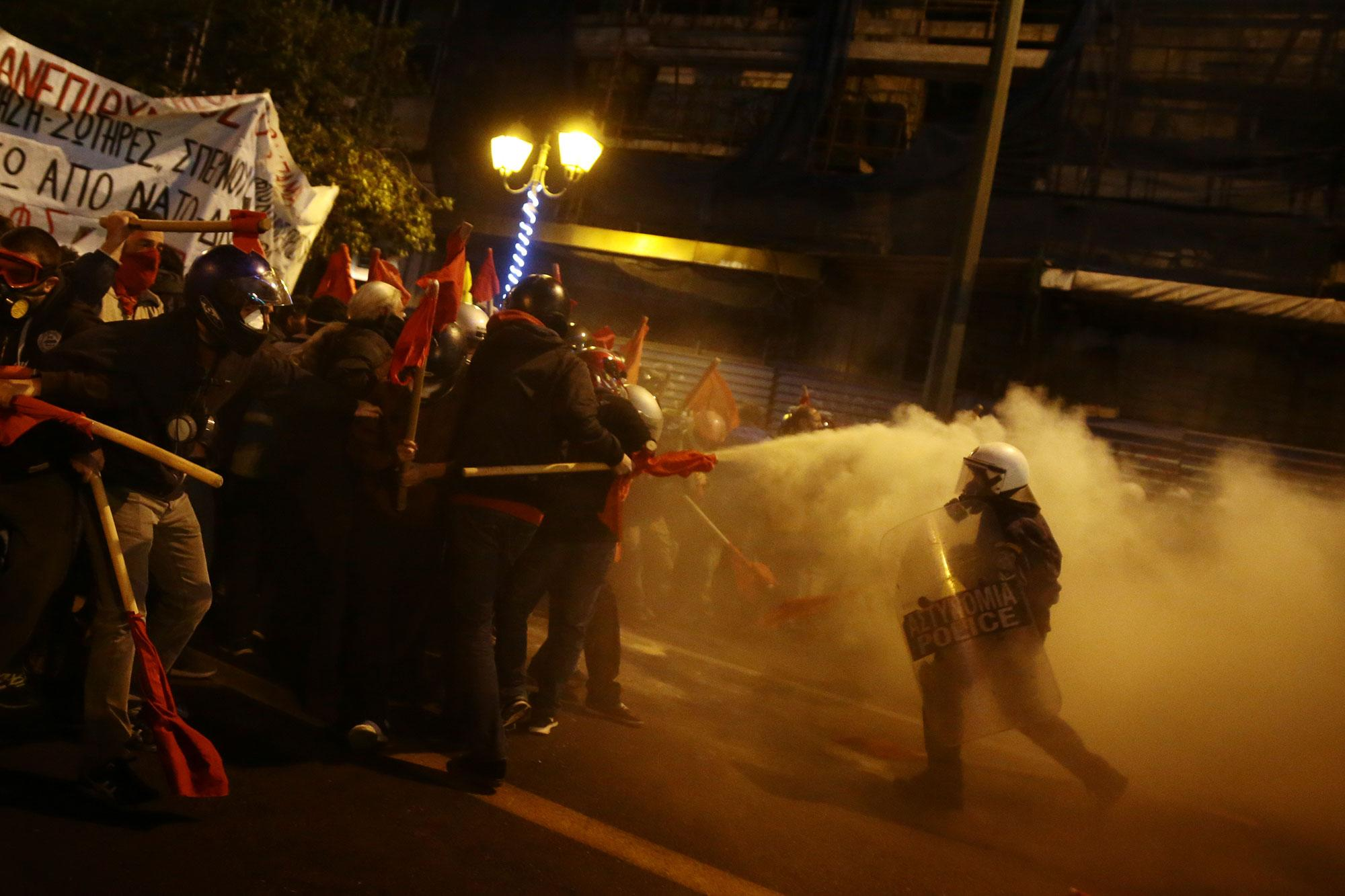 <p>Protesters clash with riot police during a demonstration against the visit of President Barack Obama, in Athens, Greece on Nov. 15, 2016. (Alkis Konstantinidis/Reuters) </p>