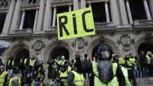 Gilets jaunes: des revendications portées sur la politique, moins sur le pouvoir d'achat