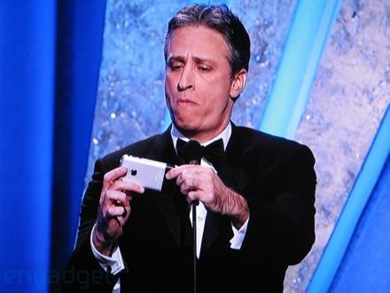 iPhone, Wii guests on stage at this year's Oscars
