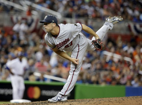 Brandon Kintzler will help the Nationals rebuild their bullpen. (AP Photo)