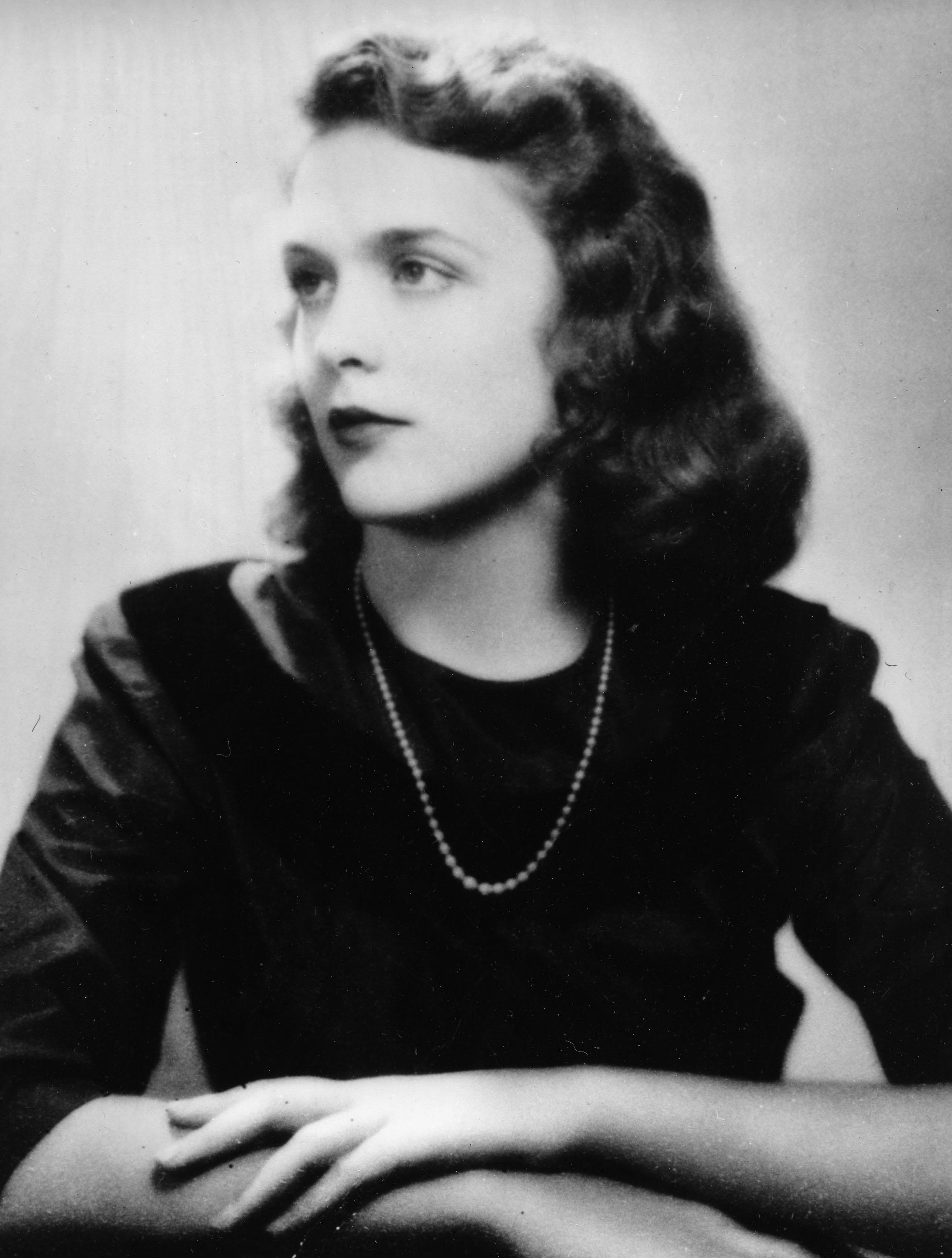 <p>Barbara Pierce, the future Barbara Bush, in her graduation photo from Ashley Hall, a finishing school in Charleston, S.C., in 1943. (Photo: AP) </p>