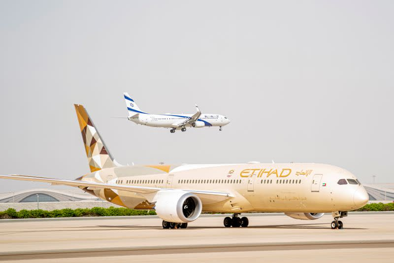 Israel, UAE to sign agreement for 28 weekly flights, ministry says