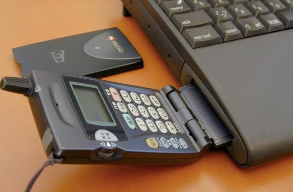 How Apple laptops interfaced with phones in 1999