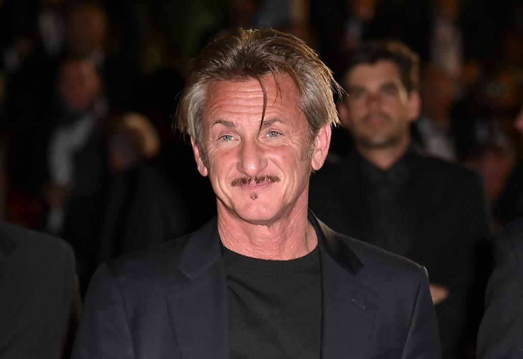 """Mexican authorities picked up the trail of Joaquin """"El Chapo"""" Guzman when he gave an interview to the actor Sean Penn -- pictured in 2016 -- that was published in Rolling Stone magazine (AFP Photo/ALBERTO PIZZOLI)"""