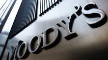 Moody's sube a estable panorama crediticio de Colombia, Fitch lo rebaja a negativo