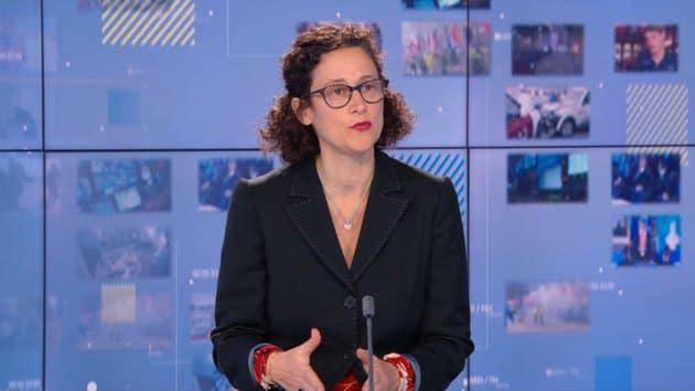 """Évacuation violente de migrants à Paris: Emmanuelle Wargon juge les images """"choquantes"""""""