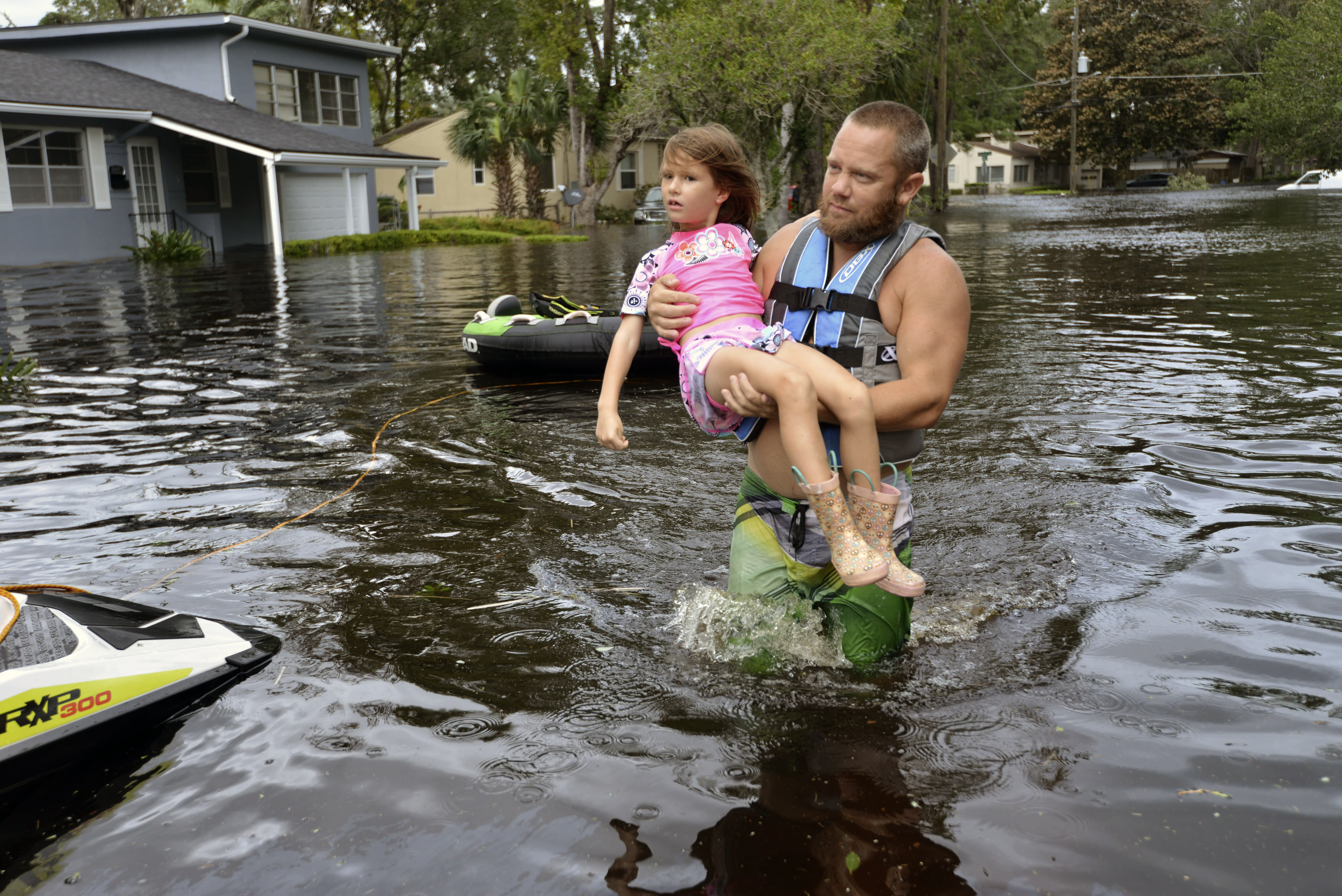<p><strong>Jacksonville</strong><br>Tommy Nevitt carries Miranda Abbott, 6, through floodwater caused by Hurricane Irma on the west side of Jacksonville, Fla., Sept. 11 2017. (Photo: Dede Smith/The Florida Times-Union via AP) </p>