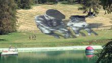 Le graffeur Saype crée en pleine nature une nouvelle fresque monumentale qui célèbre la tolérance