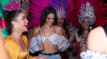Rainha da pista! Bruna Marquezine mostra que tem samba no pé em festa no Rio de Janeiro