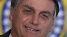 Após tomar refrigerante cor de rosa, Bolsonaro diz que virou 'boiola, igual maranhense'