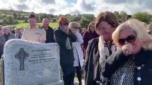 Homem 'grita' durante o próprio funeral e arranca risos de familiares