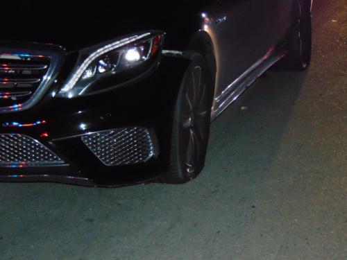 Both drivers' side tires on Tiger Woods' 2015 Mercedes were flat when police arrived. (Jupiter PD)