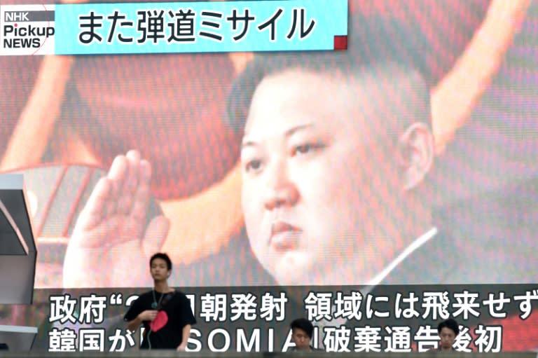 "Líder norte-coreano supervisionou teste de ""lança-mísseis múltiplo"""