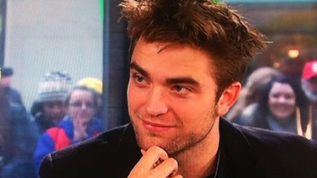 Robert Pattinson Caught Planning Dinner Date-But For Whom?