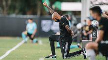 Thierry Henry se ajoelha por 8 minutos e 46 segundos em protesto contra racismo