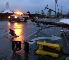 Missouri: destructive tornado leaves three people dead and severe damage