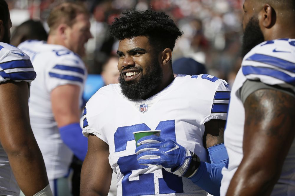 Dallas Cowboys running back Ezekiel Elliott had more than 200 total yards in a win over the 49ers. (AP)