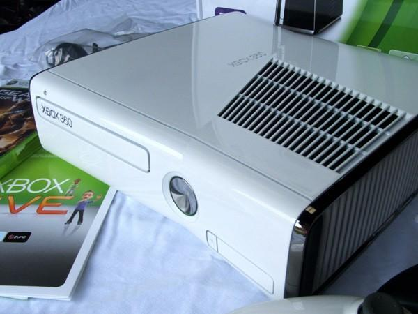 Xbox 360 slimster made over in white, just for the hell of it