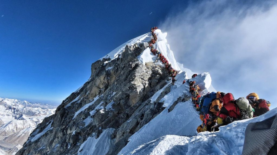 4 more deaths on traffic-jammed Mt. Everest