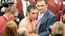Oscar De La Hoya's comeback fight against a top boxer could get dark in a hurry