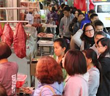 The outbreaks of both the Wuhan coronavirus and SARS likely started in Chinese wet markets. Photos show what the markets look like.