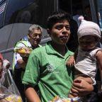 Migrant caravan arrives at US-Mexican border