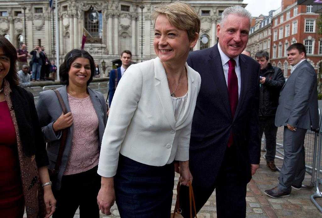 Yvette Cooper (centre) arrives to attend the Labour leadership contest in London, on September 12, 2015 (AFP Photo/Justin Tallis)