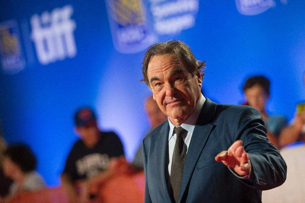 Director Oliver Stone poses for photos at the premier for Snowden at the Toronto International Film Festival in Toronto, Ontario, September 9, 2016 (AFP Photo/Geoff Robins)