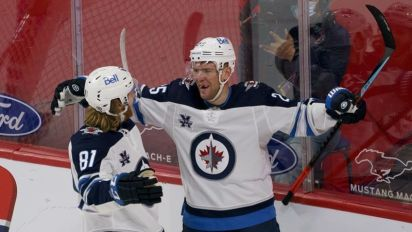 Jets re-sign Paul Stastny to one-year deal
