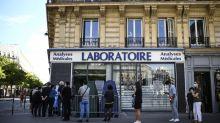 """""""Les gens manquent de compréhension"""": la tension monte dans les laboratoires de dépistage du coronavirus"""