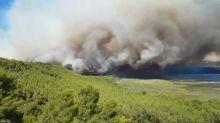 Bouches-du-Rhône: à Istres, 900 pompiers mobilisés pour tenter de maîtriser un important incendie