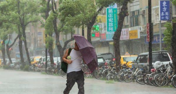 颱風爆發大延期「今年真的怪」