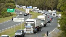 Coronavirus: Hundreds queue up for hours as Queensland reopens border to NSW
